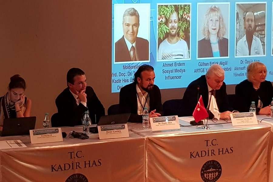 Dr Özgür AKIN 12 İstanbul Bilişim Kongresinin Konuğu Oldu - 2