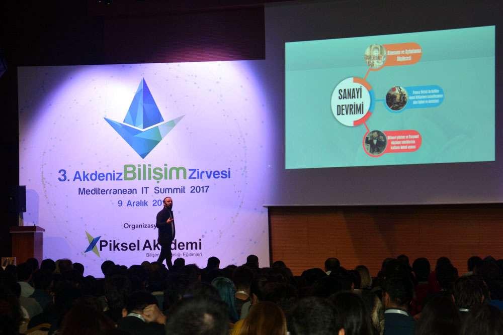 AKINSOFT Yönetim Kurulu Başkanı Dr Özgür AKIN  Antalyada Düzenlenen 3 Akdeniz Bilişim Zirvesinde - 2