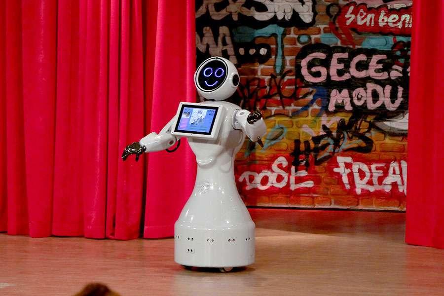 Robot Mini Ada Eser Yenenler Showda İzleyenleri Yine Ekran Başına Kilitledi - 1